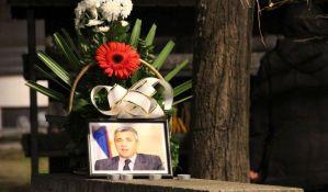 Građani na Novom groblju u Beogradu odaju poštu ubijenom Oliveru Ivanoviću