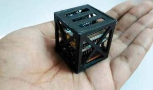 VIDEO: Indijski tinejdžer napravio najmanji satelit na svetu