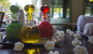 Neobični tretmani protiv starenja: Mazanje spermom, urinom...