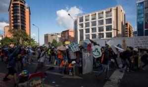 Suzavac na demonstrante u Venecueli, 50. dan protesta protiv predsednika