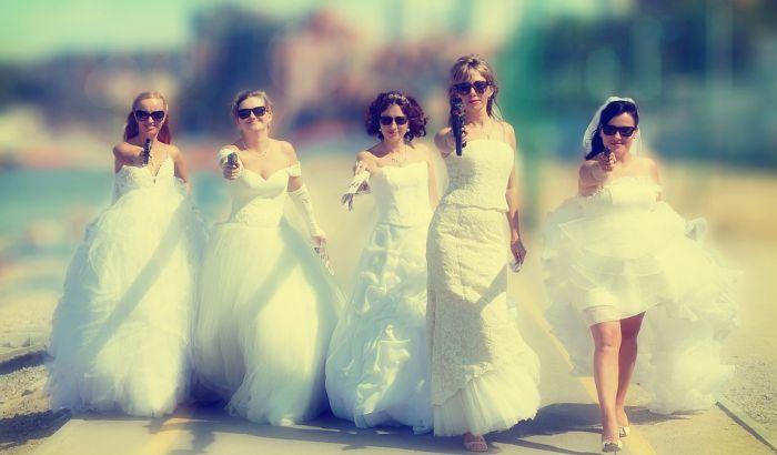 Zašto deveruše nose iste haljine?