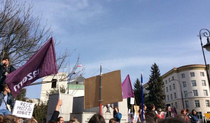 Više hiljada Poljaka protestovalo protiv potpune zabrane abortusa