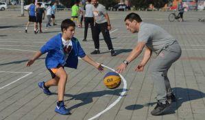 FOTO: Najmlađi Novosađani na turniru u basketu 3 na 3