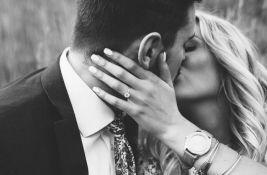 Zašto se ljudima ne gadi francuski poljubac?