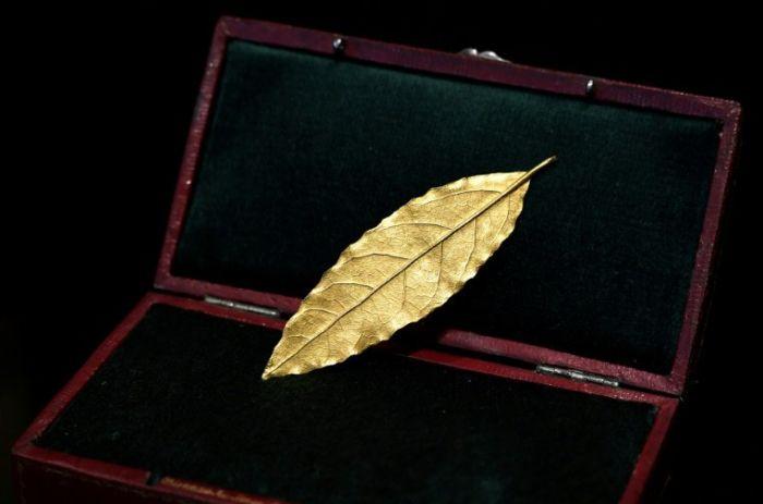 Zlatni list sa Napoleonove krune prodat za 625.000 evra