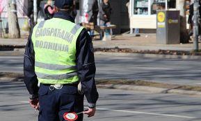 Inđija: Vozio pijan i bez vozačke, pa vređao saobraćajce koji su ga zaustavili