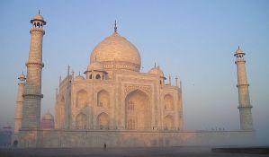 Tadž Mahal zbog zagađenja i izmeta menja boju, vlasti zabrinute