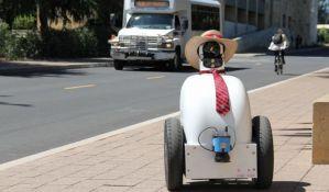 VIDEO: Robota uče lepom ponašanju
