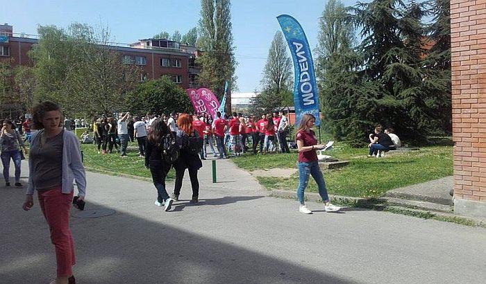 FOTO: Studenti uz pivo i igre obeležili Nacionalni dan studenata