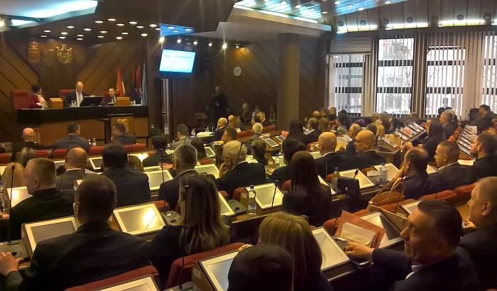 Odbornici u petak odobravaju isplatu 22.000 dinara radnicima javnih preduzeća