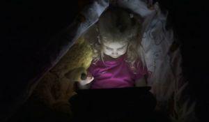 Deca koje duže ostaju budna imaju problem s matematikom i čitanjem