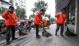 Kontrolišu čistače ulica tako što mere količinu prljavštine na trotoarima