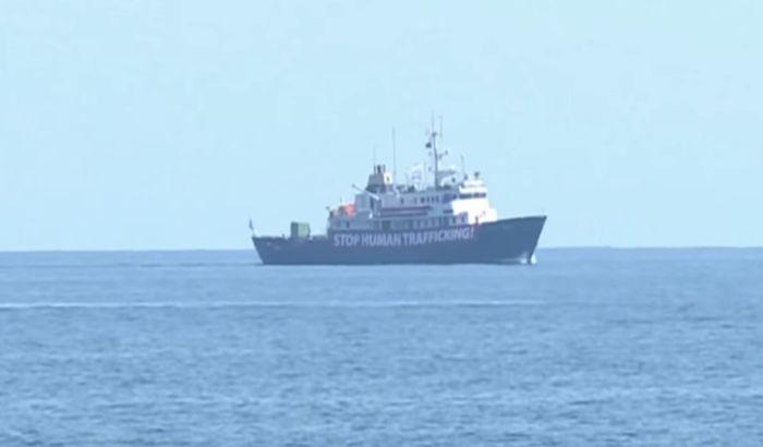 VIDEO: Tunis zabranio lukama da prime desničarski anti-migrantski brod