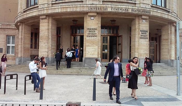 Dok srpski doktori nauka beže iz zemlje, slovački doktoranti žive kao bubrezi u loju