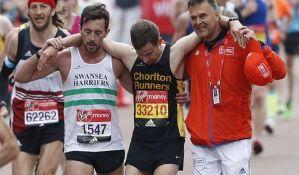 VIDEO: Maratonac pomogao drugom takmičaru da pređe cilj
