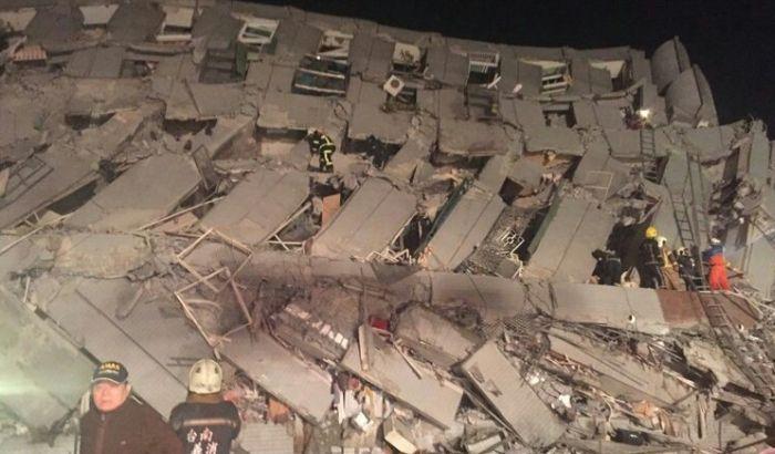 VIDEO: Stotine zarobljene u ruševinama posle zemljotresa na Tajvanu