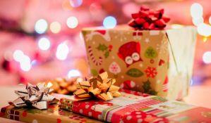 Kako davanje novogodišnjih poklona utiče na decu