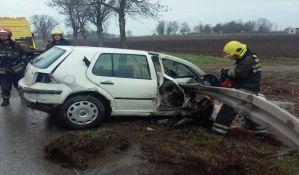 FOTO: Dva teška udesa kod Novog Sada, zaštitna ograda probila jedno vozilo