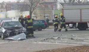FOTO: Džip naleteo na automobil kod Kampusa, dvoje povređeno