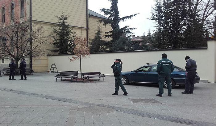 FOTO: Uklonjen grafit o Stepincu sa ograde oko Vladičanskog dvora
