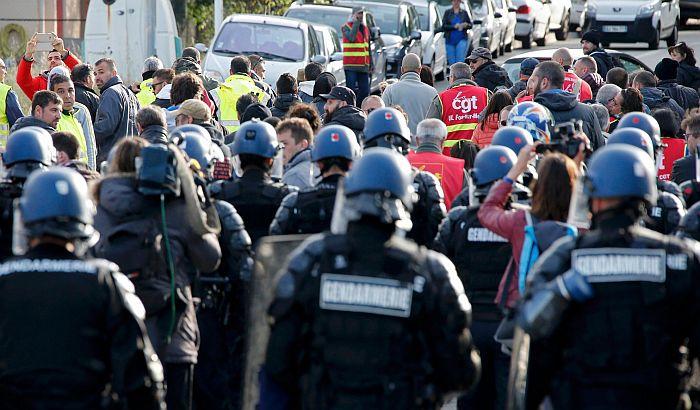 VIDEO: Francuska policija ponovo vodenim topovima na demonstrante