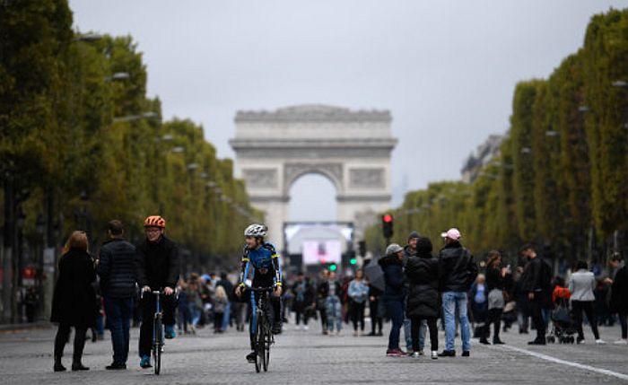 Ceo Pariz danas bez automobila, pešaci slobodno šetaju