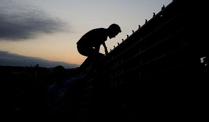 Jedna od najbizarnijih turističkih tura - simulaciju ilegalnog prelaska granice