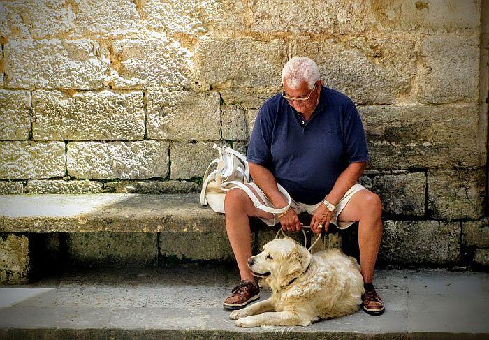 Da biste ostali u formi i u poznim godinama, nabavite psa