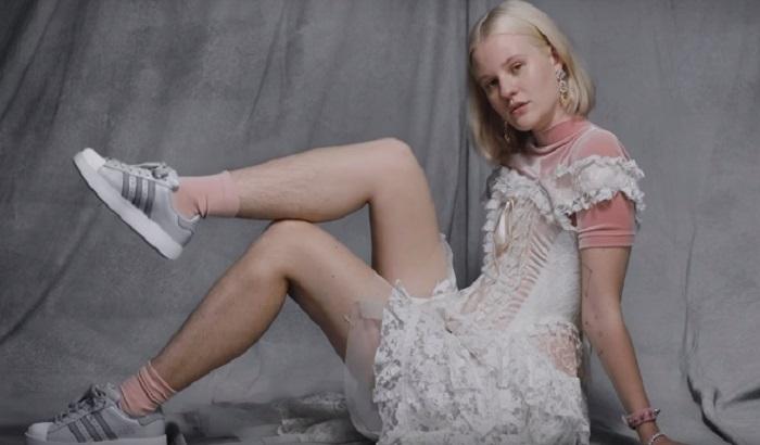VIDEO: Uvrede i pretnje zbog maljavih nogu u reklami za Adidas