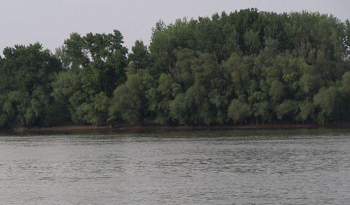Brod udario u čamac, dva tela izvučena iz Dunava