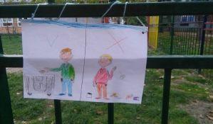 FOTO: Deca iz novosadskog vrtića crtežima apeluju na nesavesne građane