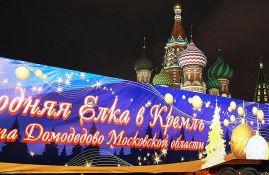 Za pakovanje novogodišnje jelke u Moskvi 1,5 km konopca