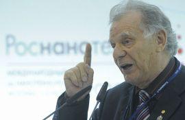 Nobelovac: Ograničiti pristup internetu, loš po moral i mentalno zdravlje