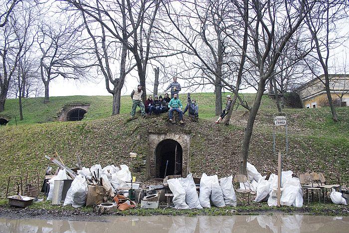 FOTO: Novosađani izneli tonu i po smeća iz barutnog magacina na Tvrđavi