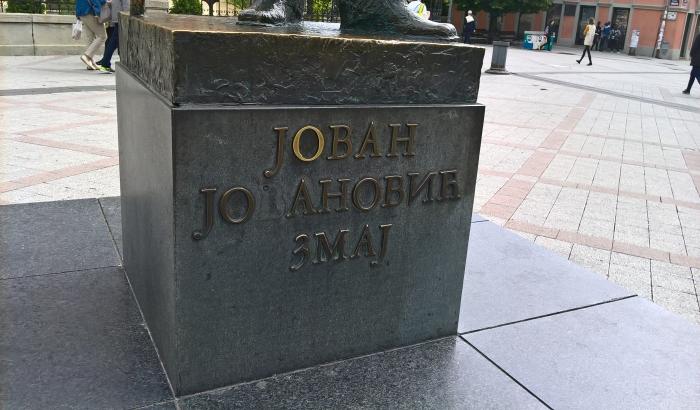 Obnavljaju se slova na Zmaj Jovinom spomeniku