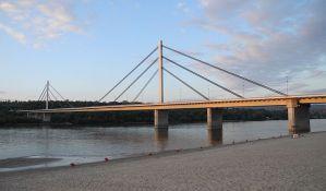 Uhapšen Novosađanin zbog sumnje da je ubio ženu gurnuvši je sa Mosta slobode