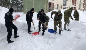 Hrvatska u blokadi zbog snega, neke škole ne rade