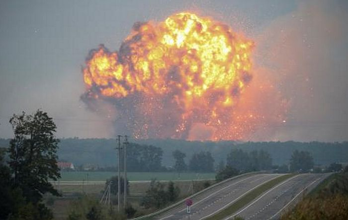 VIDEO: Požar i eksplozije u najvećem skladištu oružja u Ukrajini