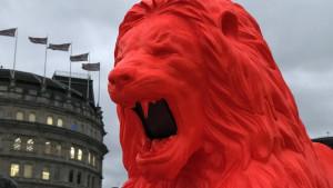London: Lav koji riče poeziju na Trafalgar trgu