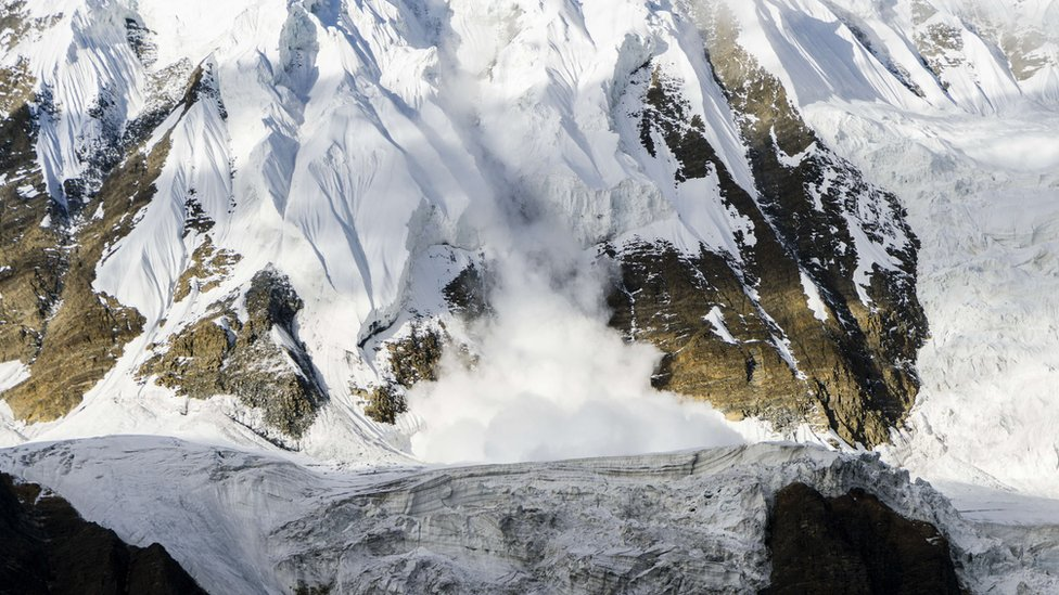 Himajalska oluja: Pronađena i preneta tela planinara na Nepalu