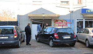 FOTO: Sudar na Telepu, automobil uleteo u pekaru