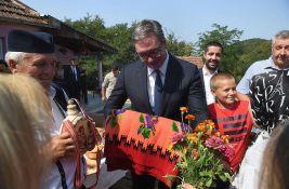 VIDEO: Dete se onesvestilo ispred Vučića, on lekarima pričao šta treba da rade