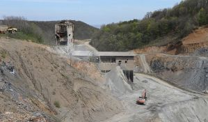 FOTO: Uprkos nalozima inspekcije, kamenolom na Fruškoj gori i dalje radi