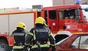 Zbog dehidracije prilikom gašenja požara u Beogradu dva vatrogasca u bolnici