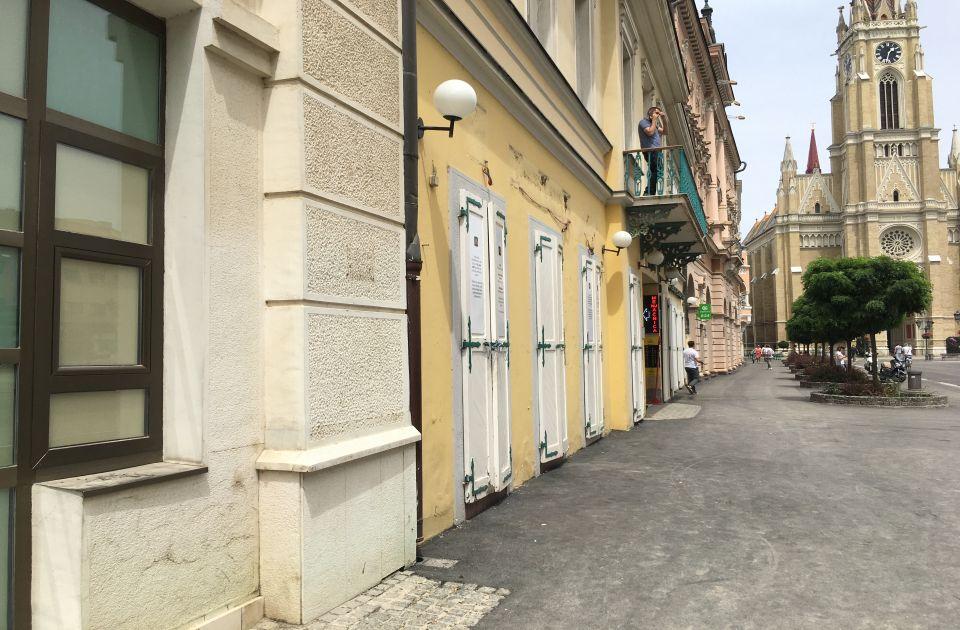 FOTO: Prvi novosadski Mekdonalds zatvoren posle 25 godina rada