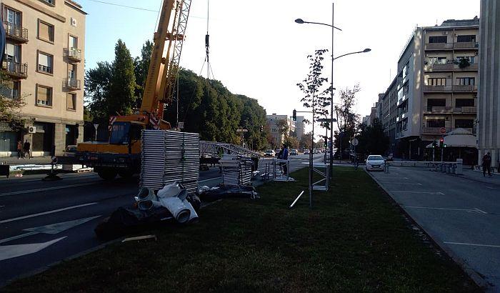 Zatvoren deo Bulevara Mihajla Pupina pored Banovine, autobusi menjaju trase