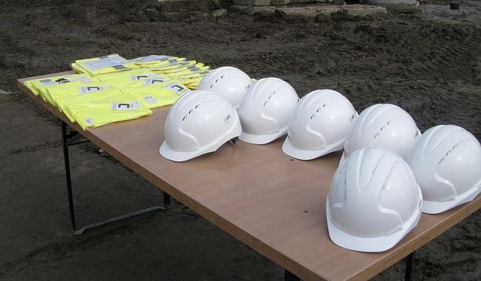 FOTO: Radnici na gradilištu višespratnice na Rotkvariji bez zaštitne opreme i na skeli bez ograde
