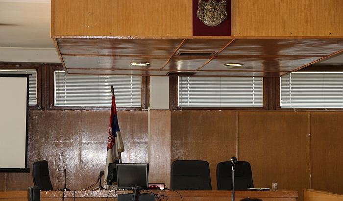 Odložen proces optuženima za dilovanje droge u Novom Sadu, branilac kažnjen zbog vređanja suda