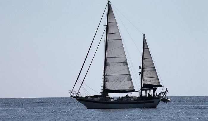 Brod u kojem ima i dece migranata nasukao se na Kefaloniji