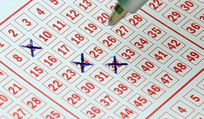 Dvadesetogodišnjak osvojio milione na lutriji i otišao u penziju
